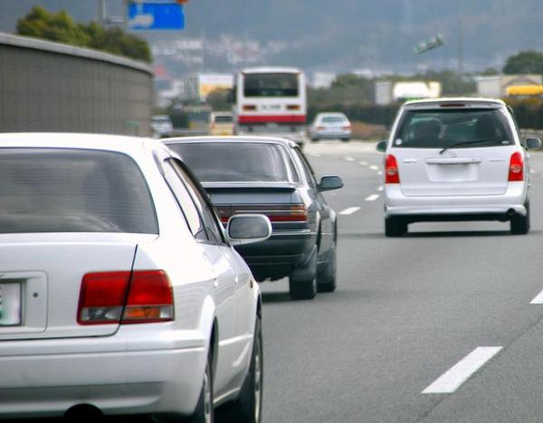 【朗報】警察庁「煽り運転する車は点数関係なく180日免停にする!」