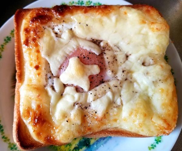 【画像】今からこの俺特製高カロリー食パンを食べる