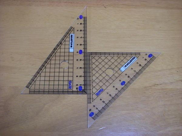 小学生ワイ「三角定規の穴ってなんであるんやろ・・・」