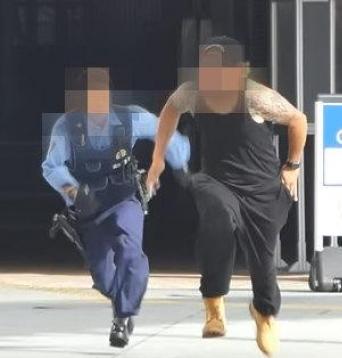 【悲報】「警官の前に白い粉動画」のYouTuber、全く反省していなかったwwww