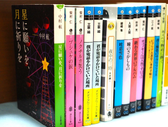 【画像】某大学の本屋さん、本の売り方が斬新で面白い話題にwwwww