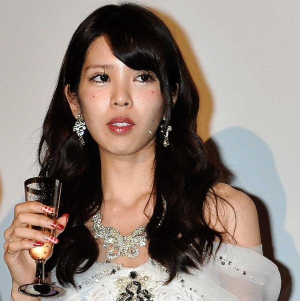 【悲惨】坂口杏里、ホストクラブでの豪遊ぶりとは裏腹な生活実態がヒドイwww