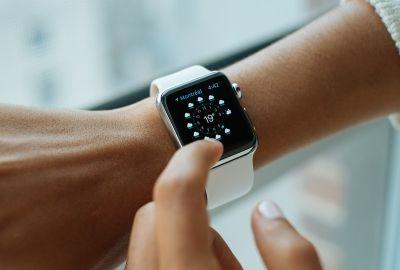 smart-watch-821557_1920-400x270-MM-100