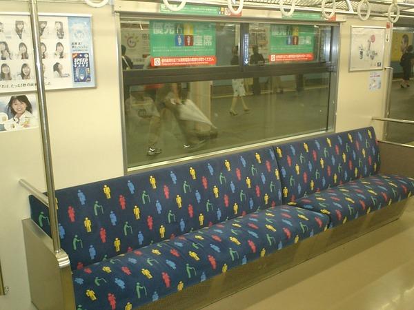 優先席に若者は座ってはいけないという風潮
