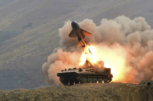 """北朝鮮で""""史上最大規模""""の火力訓練キタ━━━━゚∀゚━━━━"""