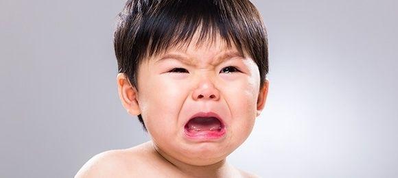 新幹線で子どもがギャン泣きしたら親はデッキに出るべき?板東英二の意見に賛否両論!!