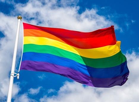 大阪市「LGBTに配慮してトイレに虹色ステッカー貼ったろ!」 →結果・・・