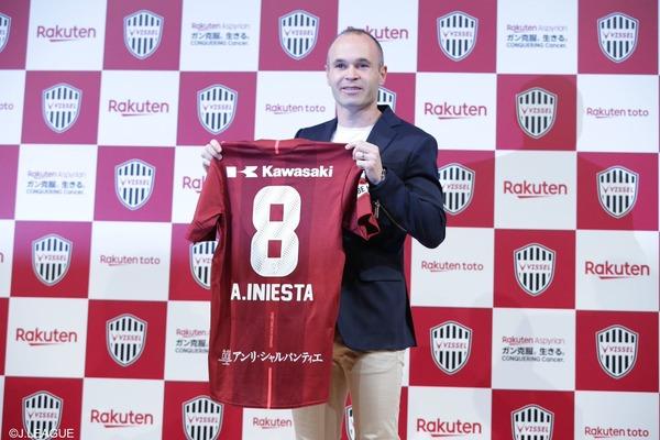 【悲報】サッカーファンワイ、ぐうレジェ・イニエスタが来ても日本でそんなに話題にならないのが悲しい…