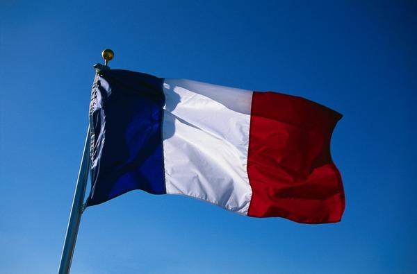 フランス国旗をFacebookプロフィール画像にしてる奴ってさwwwwwwww