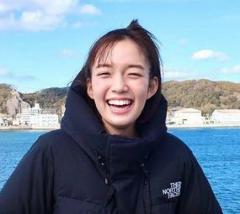 佐藤栞里、トマトにかぶりつきショット 『笑ってコラえて!』への思いをつづる