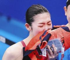 涙の池江璃花子「一度は諦めかけた五輪…決勝の舞台で泳ぐことができてすごく幸せ」