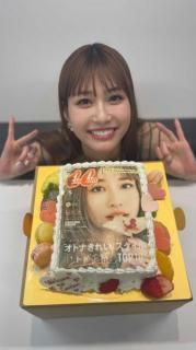 生見愛瑠、cancamオフショットを披露 ケーキを前にしたあどけない笑顔にキュン!