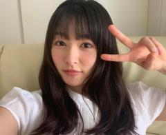 桜井日奈子&岡崎紗絵、食べ比べ対決?顔サイズのハンバーガーに挑む!