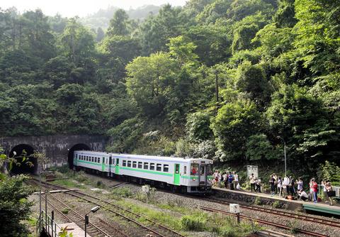 「秘境駅」で普通列車が過って駅通過し鉄オタが置いてけぼりになる