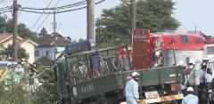 小学生の列に突っ込んだトラックの運転手を逮捕 呼気からアルコールも 2人が死亡 千葉・八街市