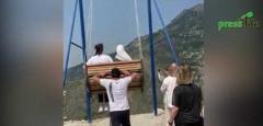 断崖絶壁に身を乗り出す空中ブランコで恐怖の事故 2人の女性はどうなった…?<動画> ダゲスタン共和国