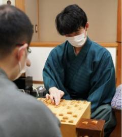 藤井棋聖、初防衛に王手