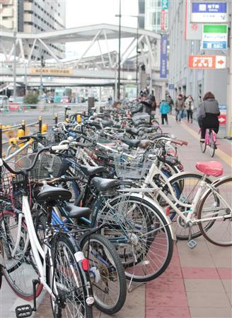 自転車の 新宿西口 駐輪場 自転車 : だだっ広い歩道の端っこに停め ...
