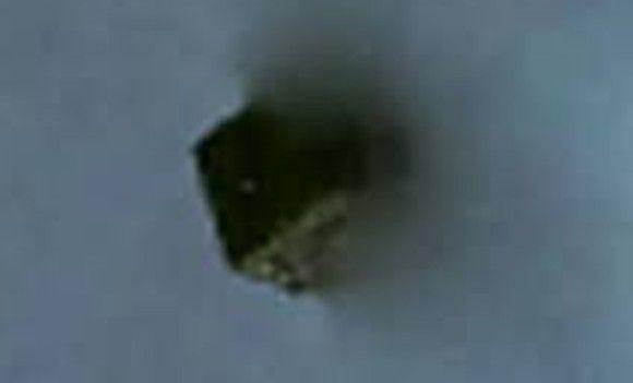 軍施設上空に現れた謎のキューブ、その真相が暴かれる
