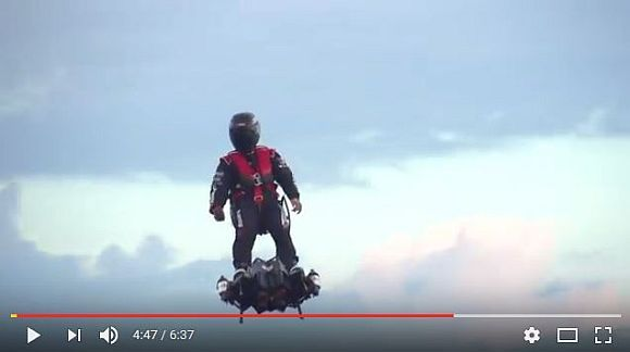 【驚愕】時速150キロで空を飛ぶフライボードがマジでヤバい! 近未来映画の世界がリアルになったかのよう!!
