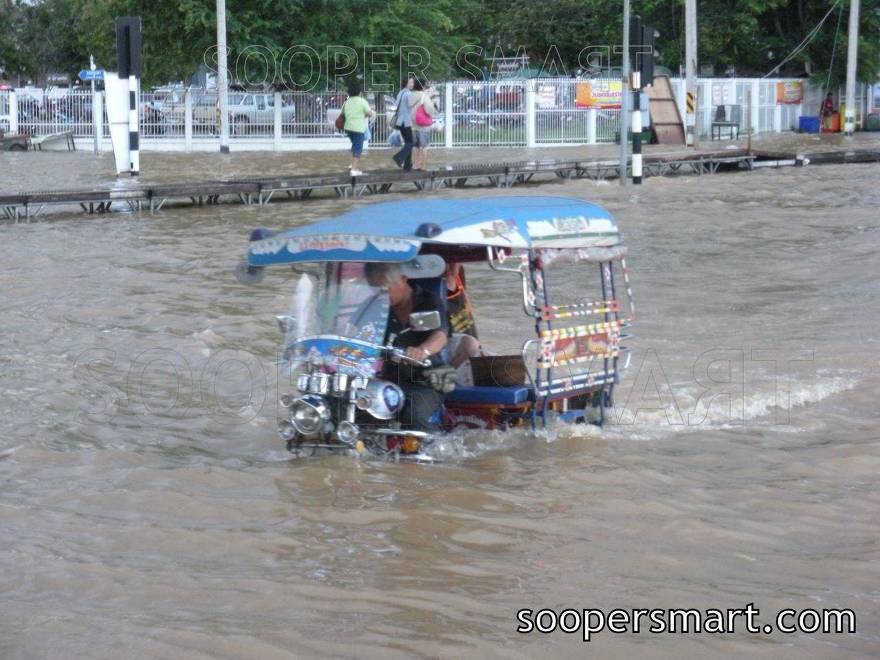 Tuk Tuk Auto Rickshaw Thailand Flood