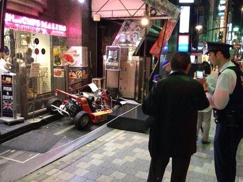マリカーが六本木の飲食店に突っ込む 運転していた女性がケガ (※画像あり)