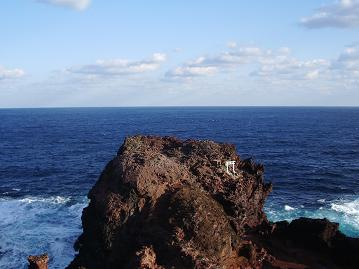岩と見島海