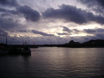 明け方の港