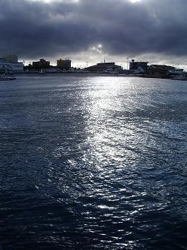 朝の石垣港