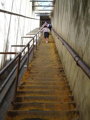ダイヤモンドヘッドへの階段