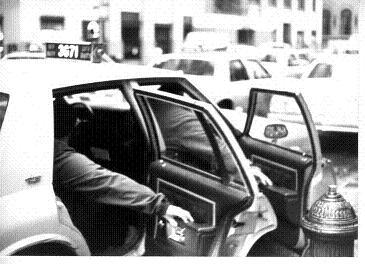 タクシードア大