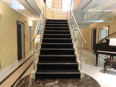 ショパン1F階段