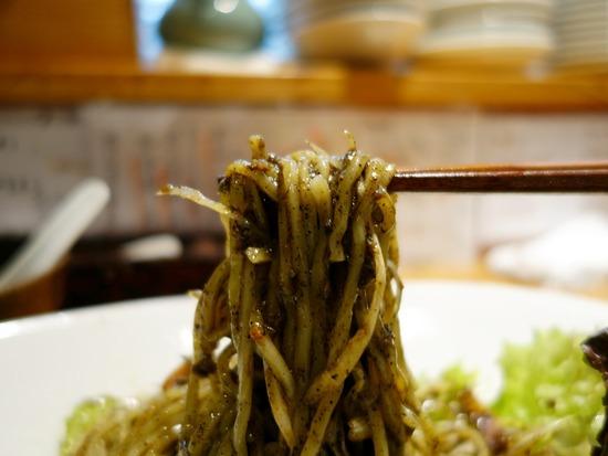 黒ゴマ豚担麺