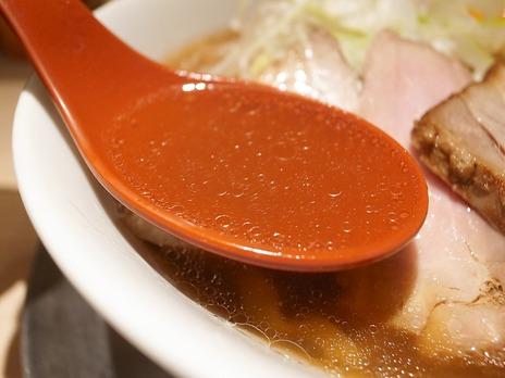 東京ラーメンストリート麺や七彩のスープ