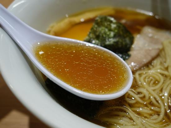 孤高の醤油スープ