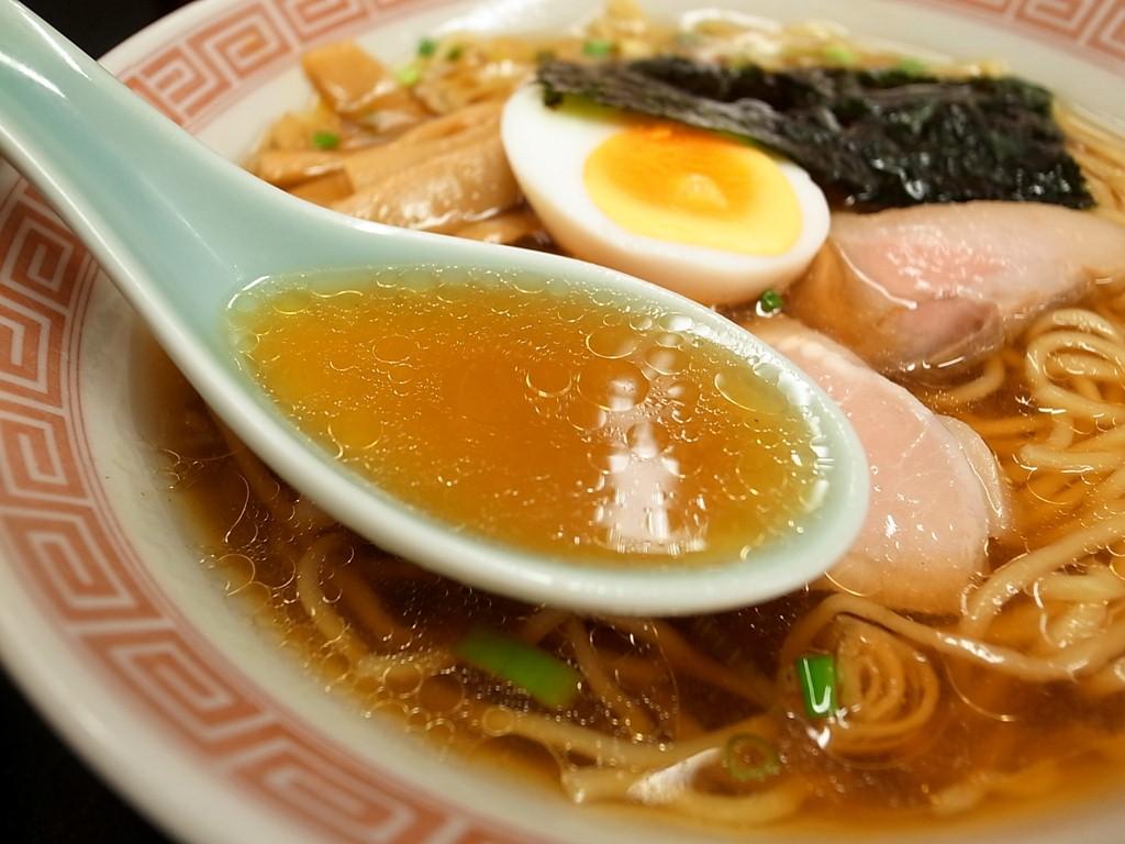 スープがおいしそうなラーメン画像