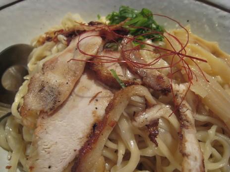 新代田バサノバ(BASSANOVA)麺の皿2