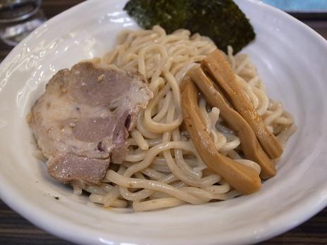 縄麺男山(本郷三丁目)麺の皿