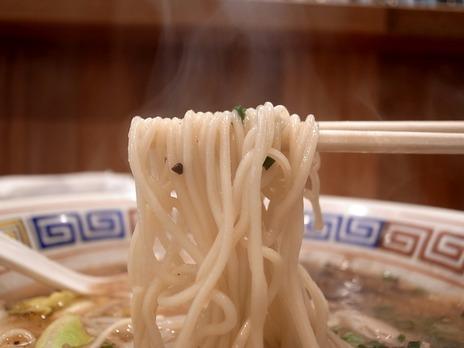 経堂熊本ラーメン夢亀の麵
