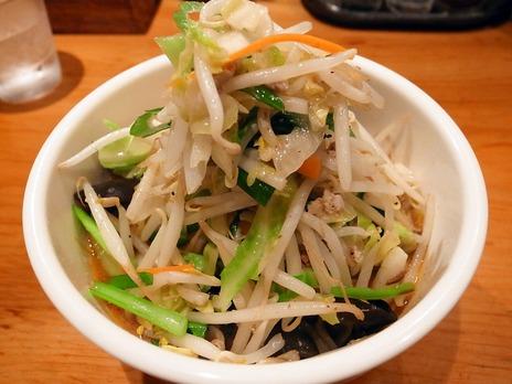 渋谷すずらんの角煮野菜麺は野菜たっぷり