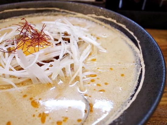 ネギ肉味噌白髪ねぎ卵黄糸唐辛子