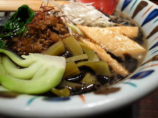 渋谷「七志」黒ゴマ担々麺