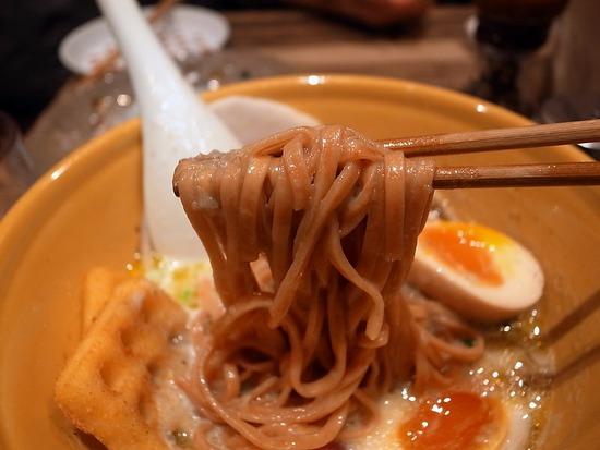 ジャガポタの麺