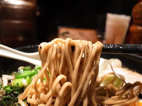 五行焦がし味噌ラーメンの麺