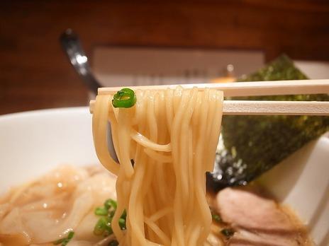 綺麗なストレート麺