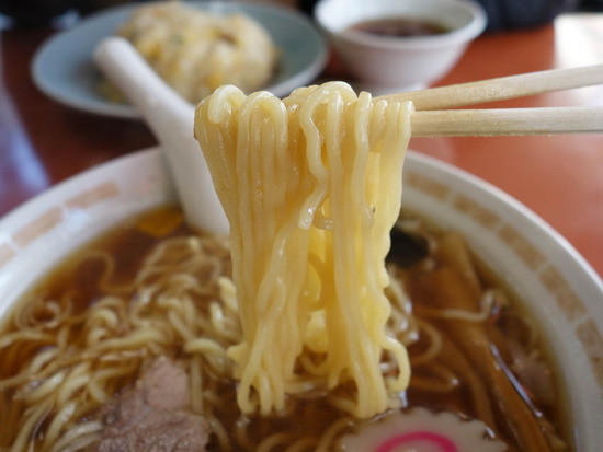 草むらの麺