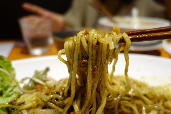 山ちゃん黒ごま豚担麺
