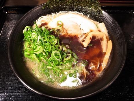 黒だるまらぁ麺 780円 + 青ネギ 100円