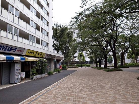 新宿戸山郵便局隣