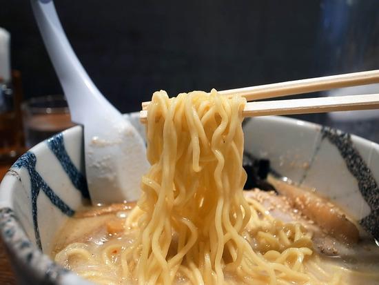 風来居の麺